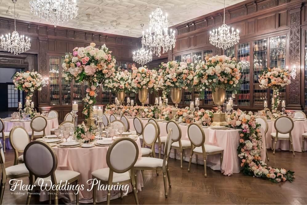 图片包含 室内, 建筑, 桌子, 椅子  描述已自动生成