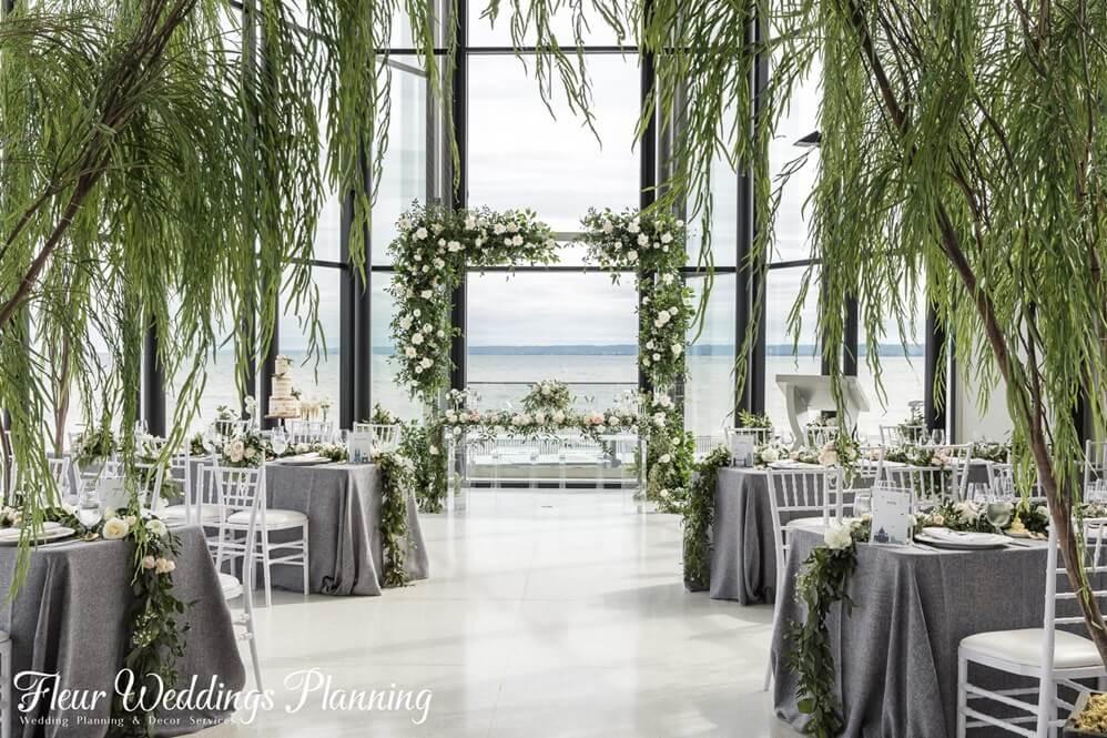 图片包含 室内, 桌子, 椅子, 窗户  描述已自动生成