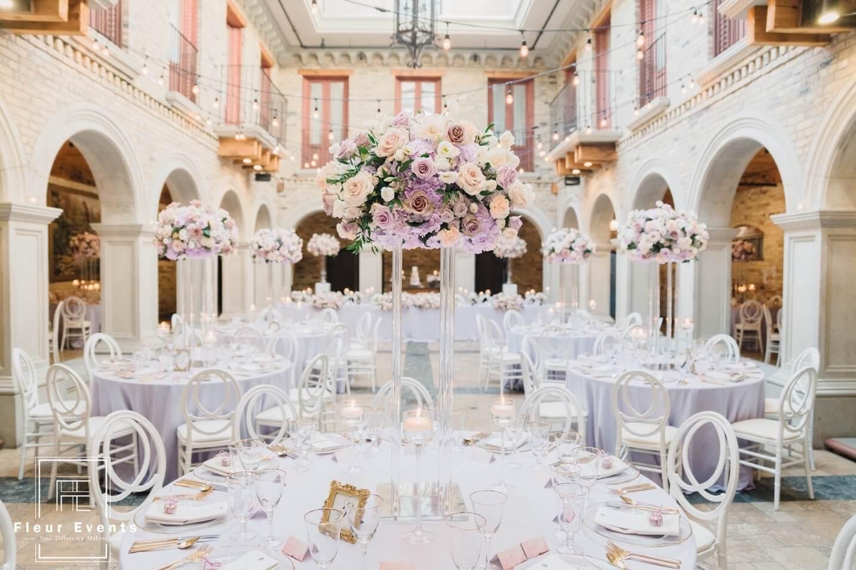 图片包含 桌子, 建筑, 用餐, 盘子  描述已自动生成